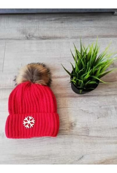 Шапка със снежинка и естествен пух